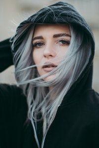 teindre-cheveux-en-gris