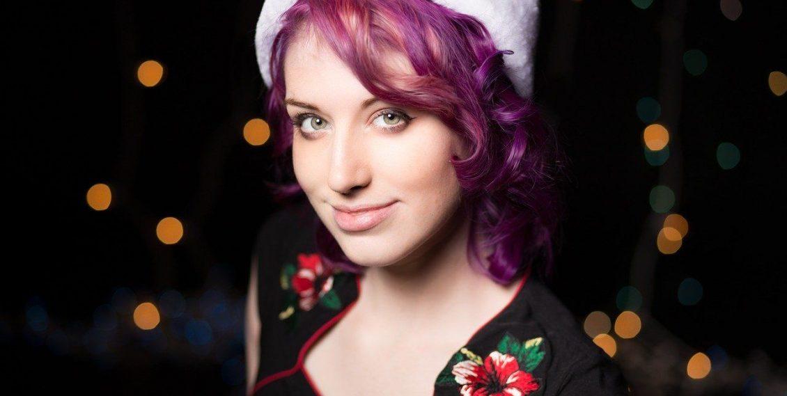 Les cheveux violets, la coloration pour quelle personnalité ?